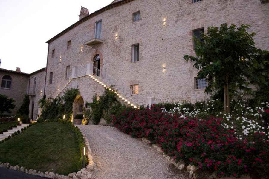 An ancient villa in Italy: a magical location for your special wedding