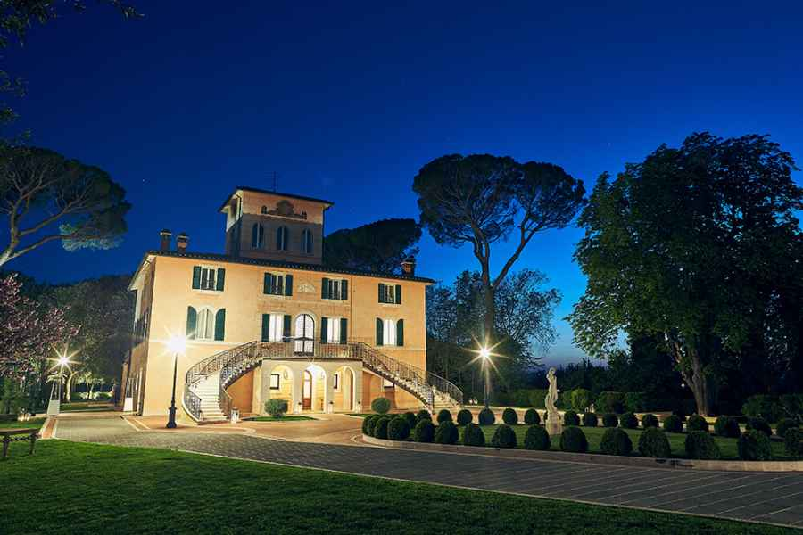 Astonishing and beautiful location for a romantic wedding in Italy