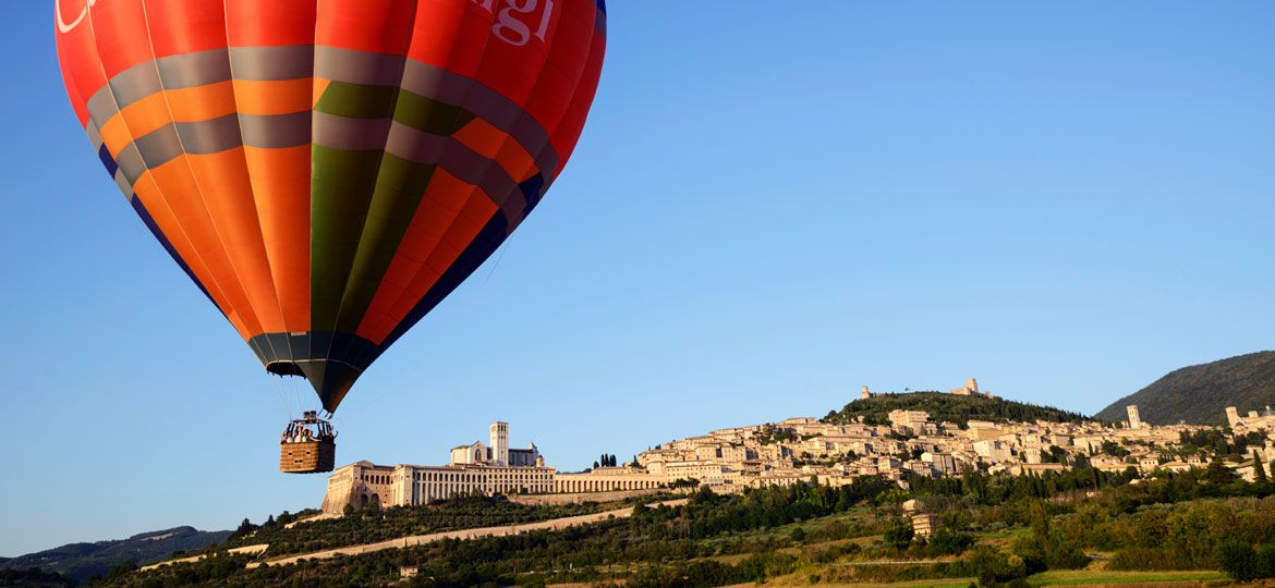 images/wedding-in-italy/balloon/wedding-experience-hot-air-balloon-italy-assisi.jpg