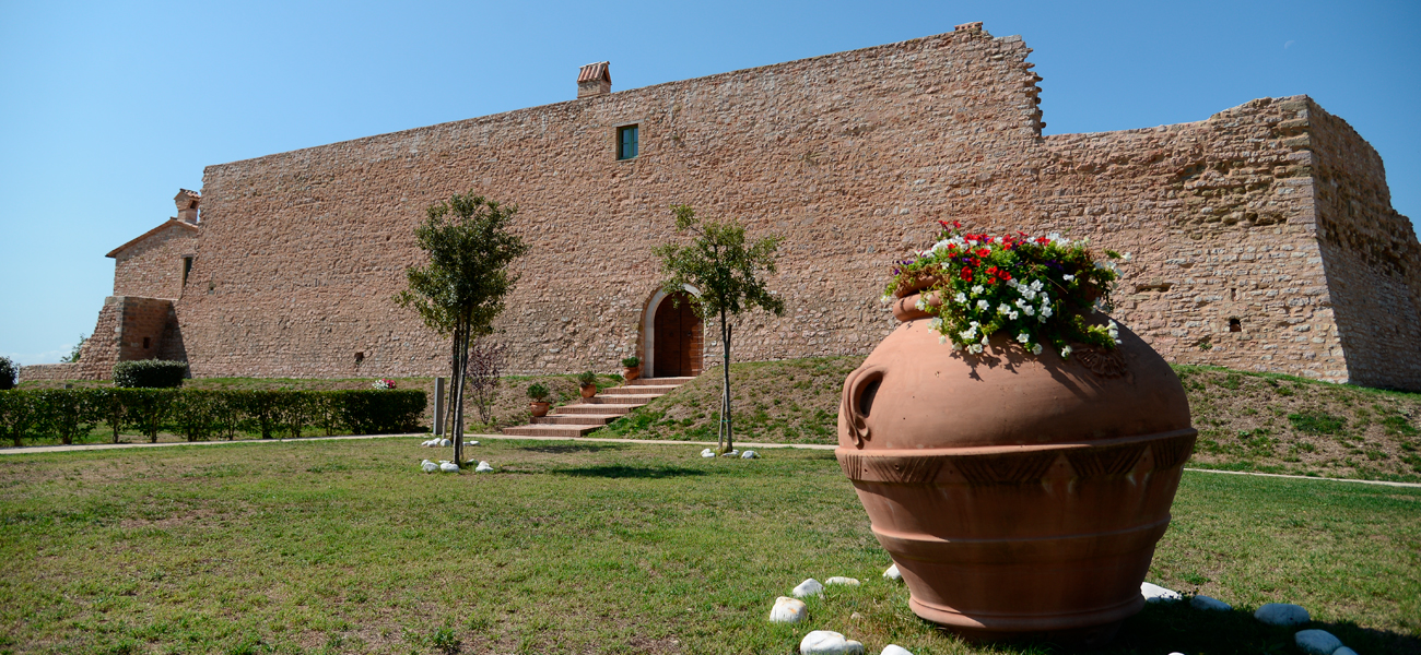 http://www.keytoitaly.tours/images/wedding-in-italy/moonstone/wedding-in-a-medieval-castle-in-umbria-moonstone-italy.jpg